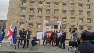 Photo of Пять оппозиционных партий договорились о реформе экономики и образования